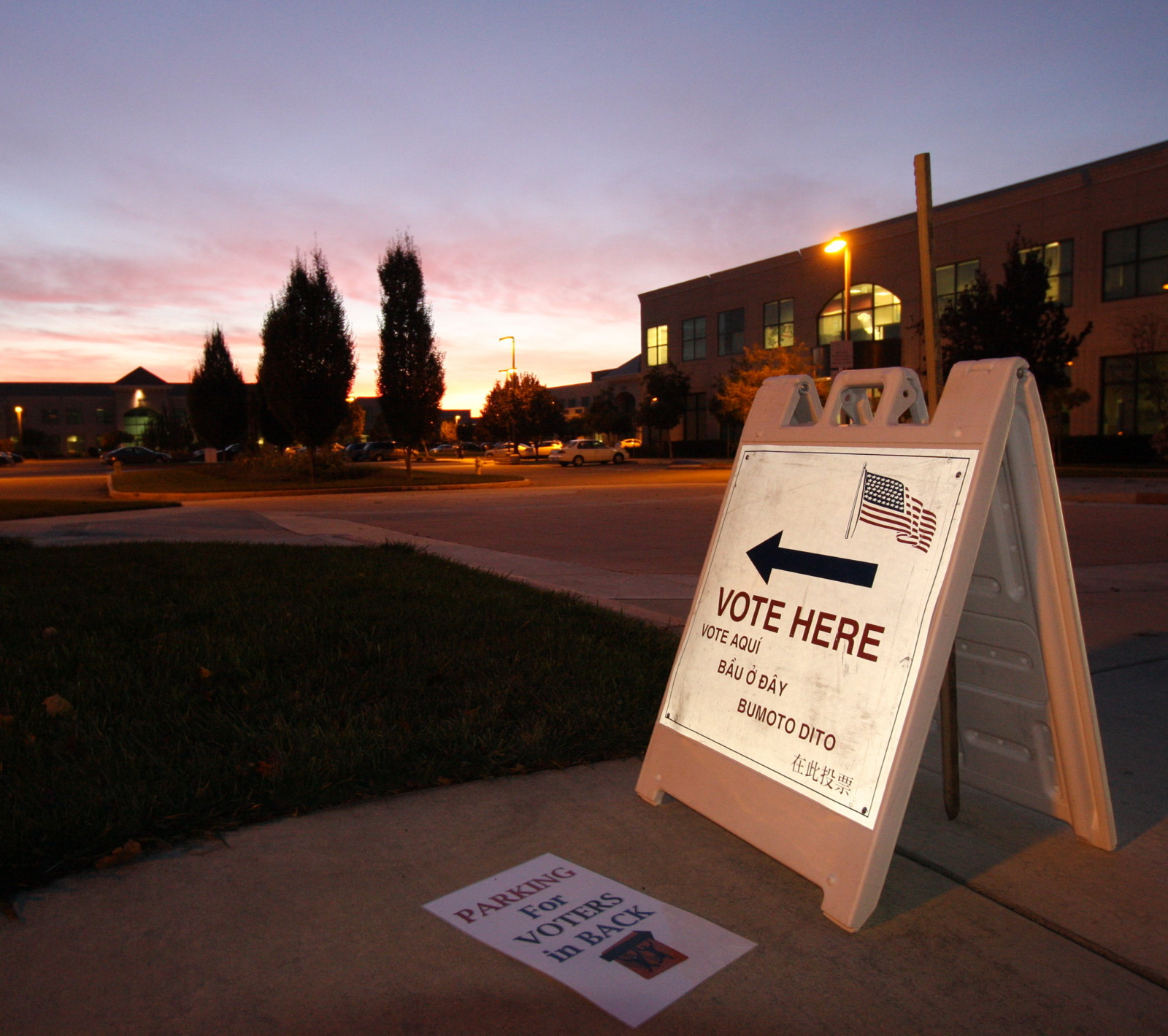 """Election Day 2008, North San Jose"" by Shayan (USA) is licensed under CC BY 2.0"