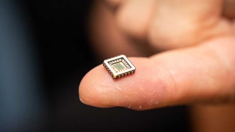 A chip containing artificial neurons