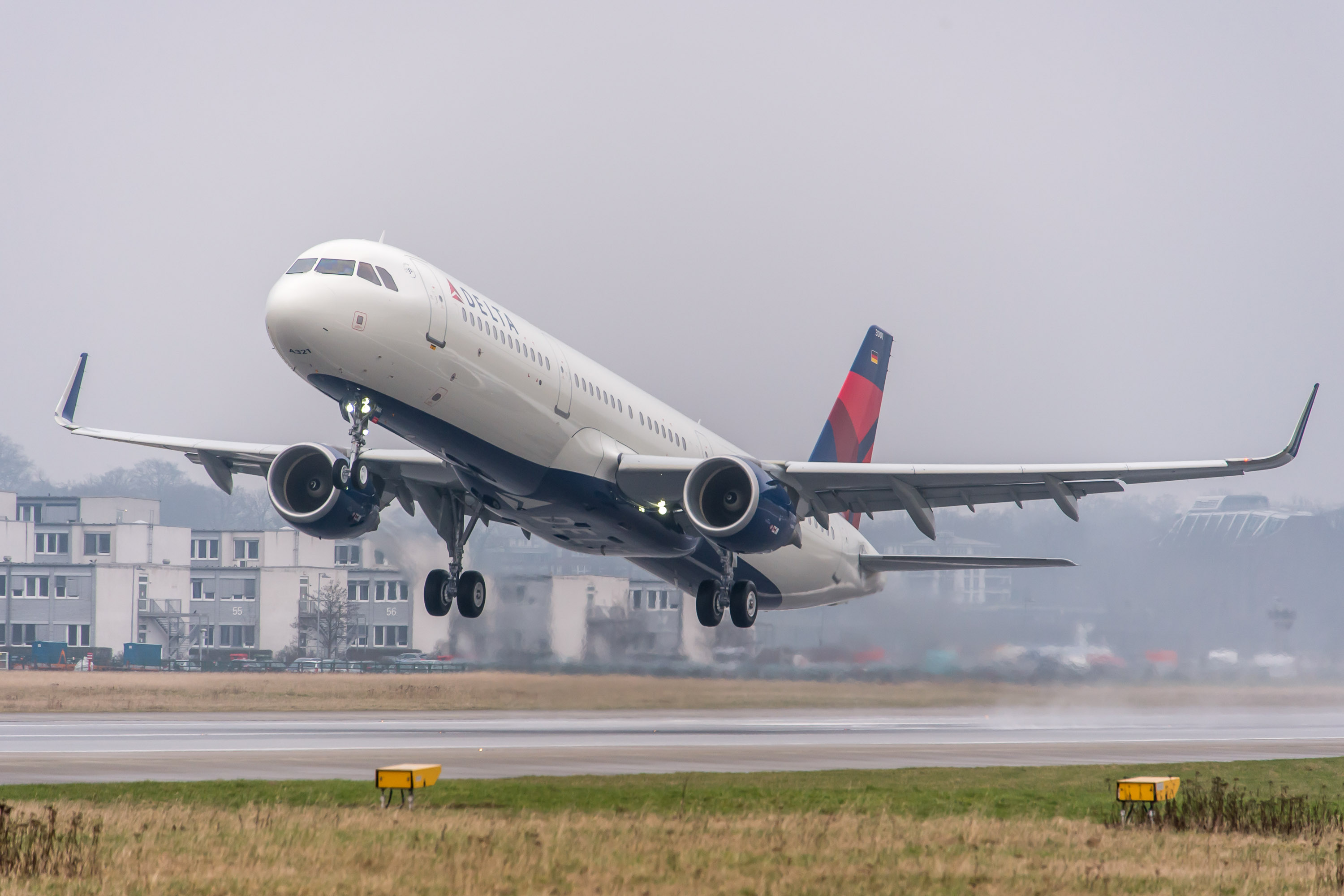 Delta's first Airbus A321 takes flight.