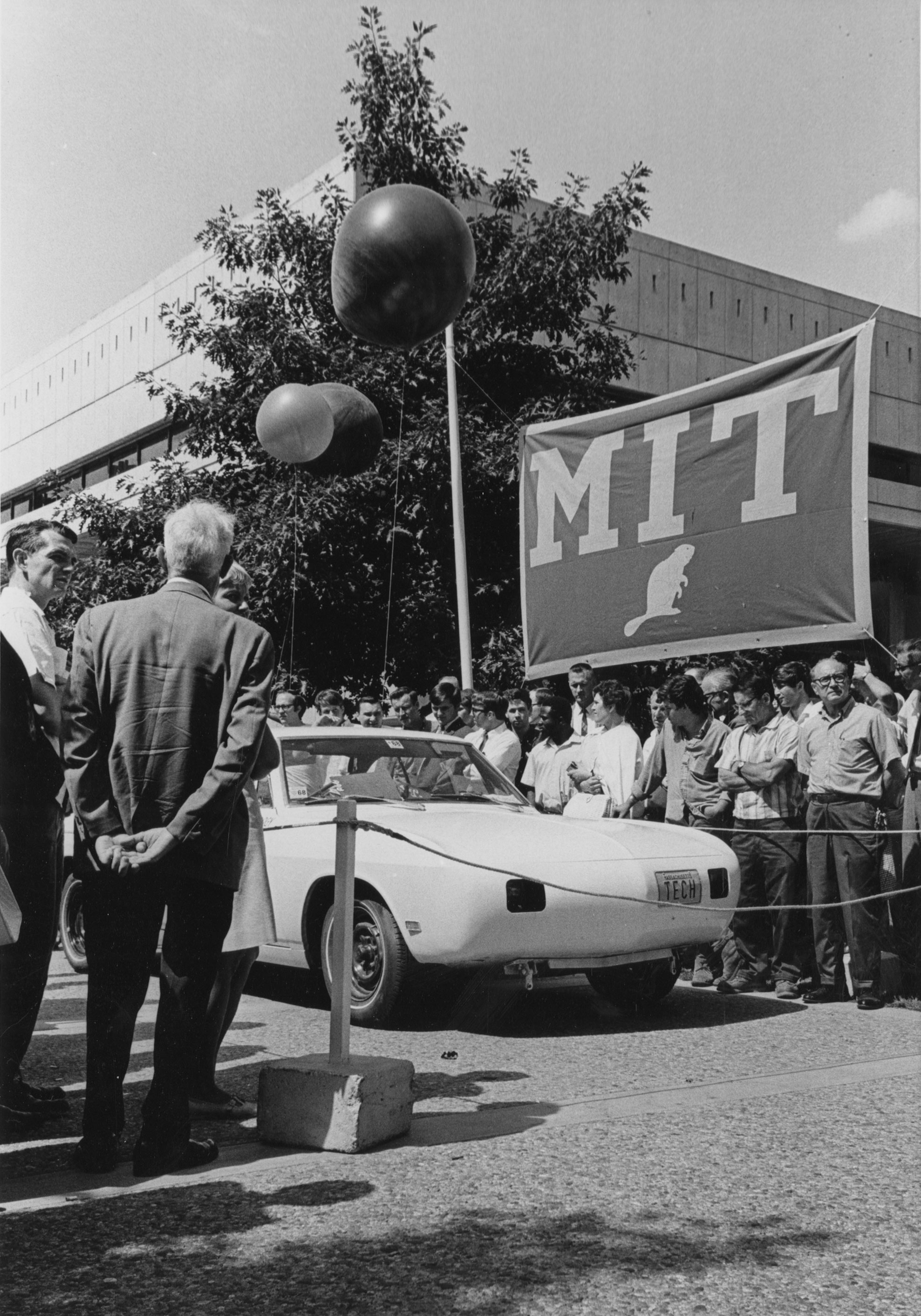 Electric car at MIT ceremony