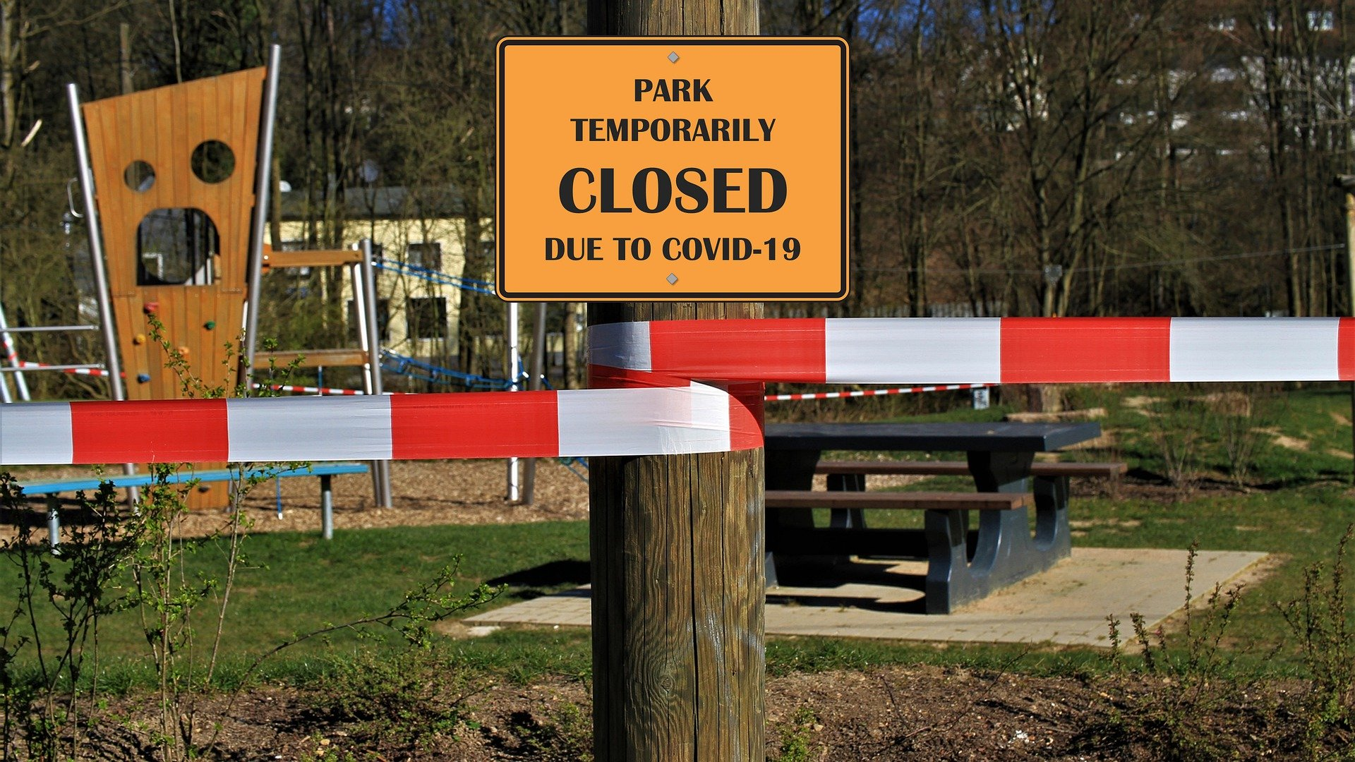 A sign saying a park is closed due to the pandemic