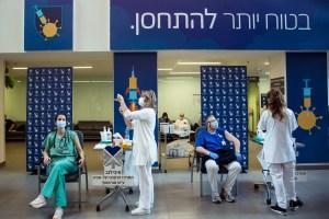 Israel medical workers get vaccine
