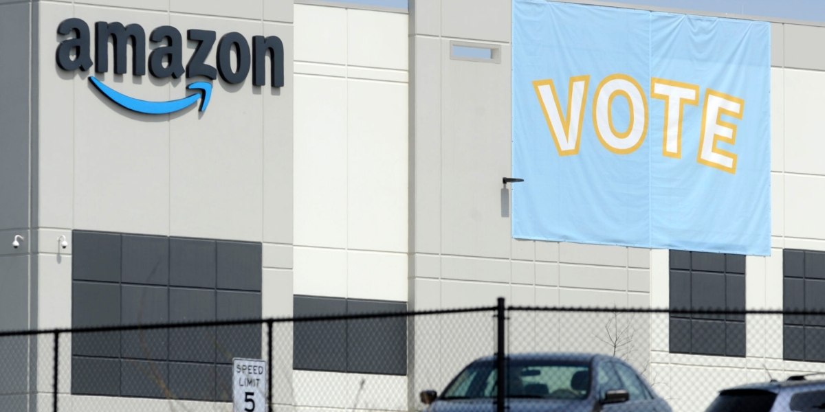 """Deepfake """"Amazon employees"""" are sowing confusion on Twitter"""