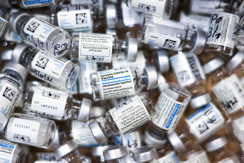 covid janssen vaccine vials