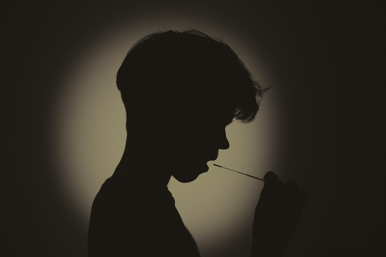 UK teen taking covid test
