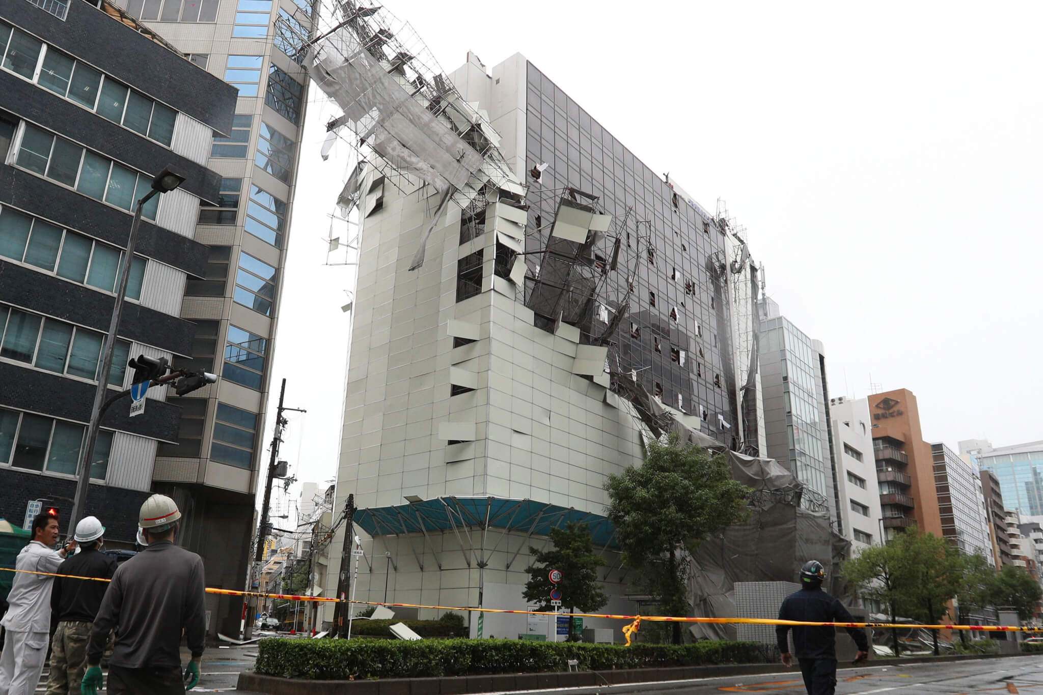 Scaffold collapses due to typhoon Jebi in Osaka.